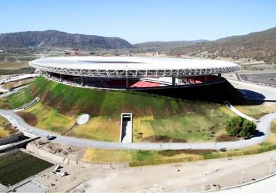 Vulkánok formáját idéző stadion Mexikóban