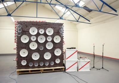A kész hangfal még az összeszerelés helyszínén