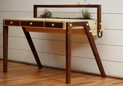 senescent-desk-2