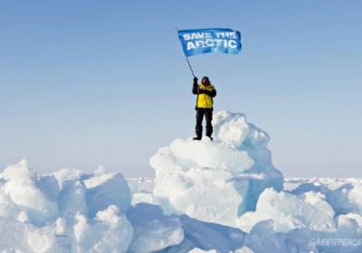 Save the Arctic Campaigners Plant Flag on Seabed Beneath North Pole