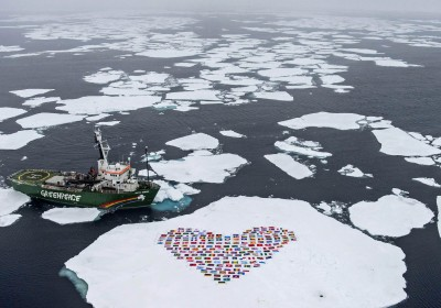ARCTIC-OCEAN-GREENPEACE-HEART  GRE01