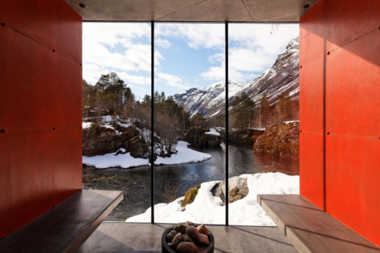 Jensen-and-Skodvin-River-Sauna-Norway-537x358