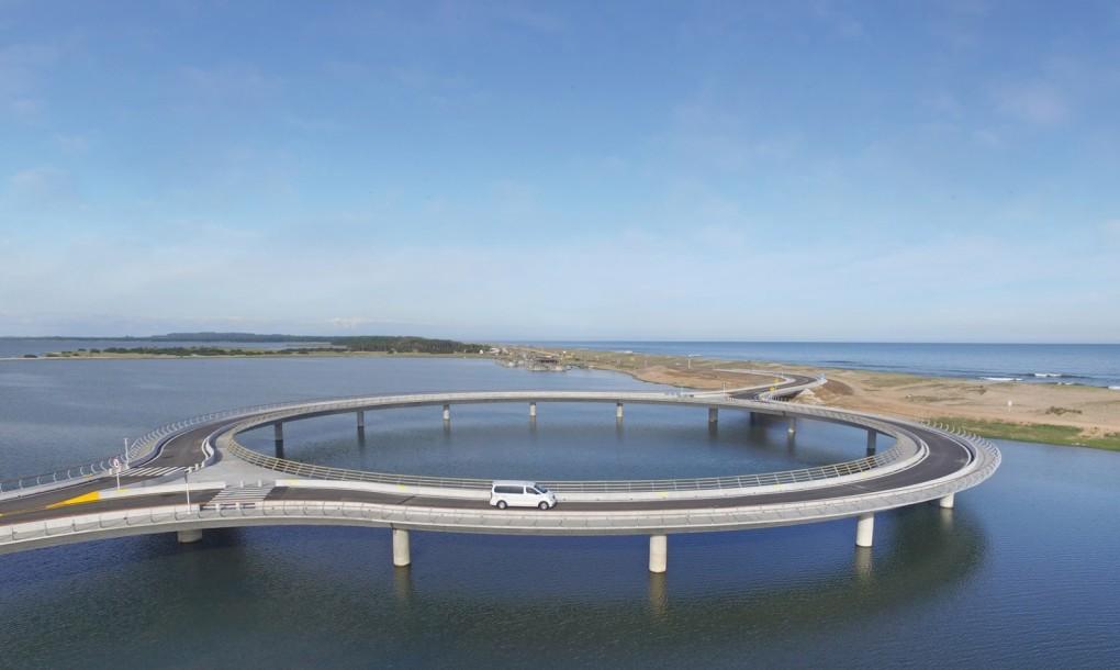 Rafael-Vinoly-Laguna-Garzon-Bridge-1-1020x610