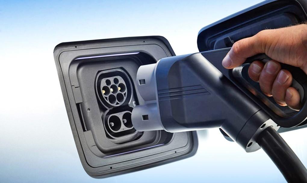 Quebec-Home-EV-Charging-BMW-i3-1020x610