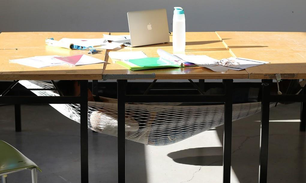 Schnap-Hammock-Under-A-Desk-1020x610
