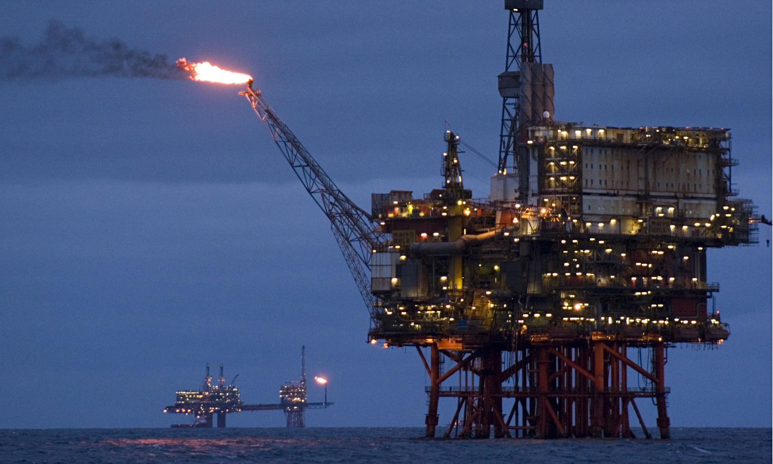 Az olajipar keményen támadja az elektromos járműveket