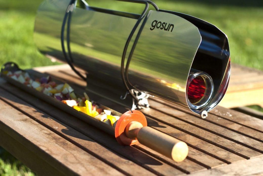 A leggyorsabb solarsütőnk. Főz, süt, vagy párolja az ételt két fő számára, akár 20 perc alatt. Üzemi hőmérséklete elérheti a 291°Celsiust. A GoSun Sport jelenti a mércét a hordozható szolársütők számára.