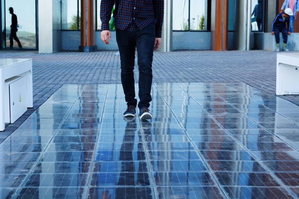 Már Pesten is megcsodálható a Platio napelemes járólapja