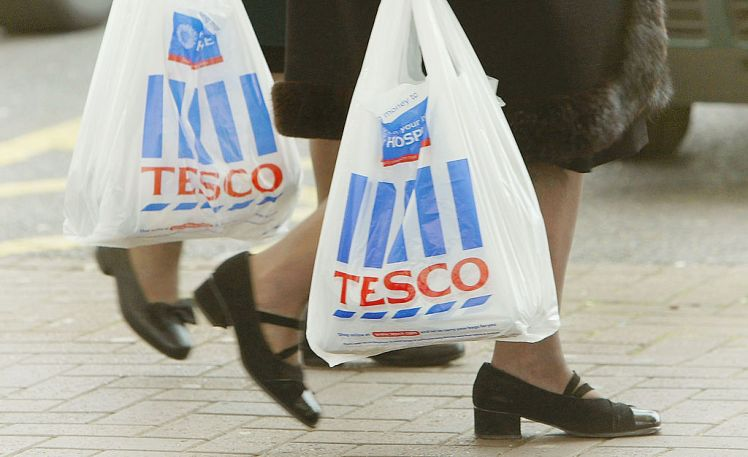 LONDON, ENGLAND - APRIL 20:  People carry shopping bags after shopping at a Tesco supermarket April 20, 2004 in London, England. The supermarket giant Tesco has announced record full-year profits of ?1.6 billion.  (Photo by Scott Barbour/Getty Images)   *** Local Caption ***