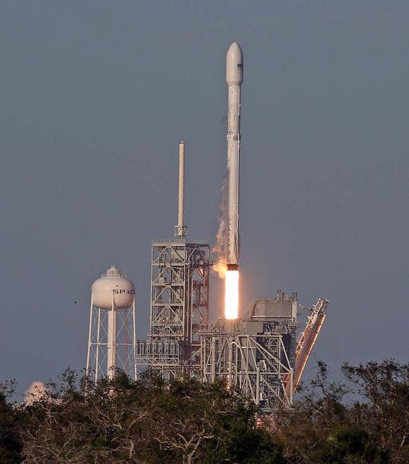 SpaceX-Falcon-9-rocket-1234780