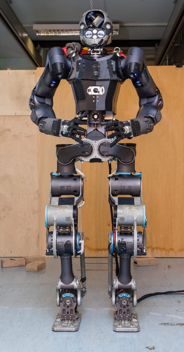 walk-man-firefighting-robot-1