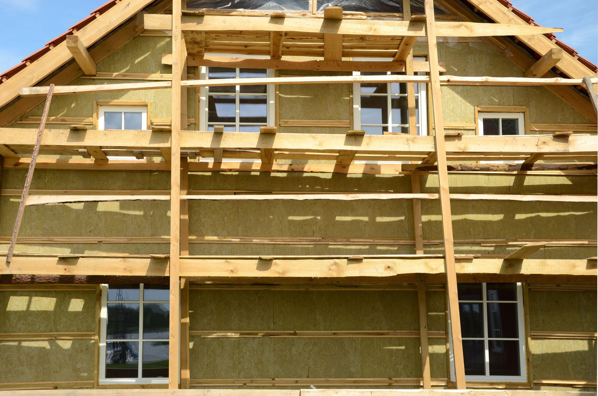 Otthonaink szigetelését is késleltetheti az építőipari munkaerőhiány